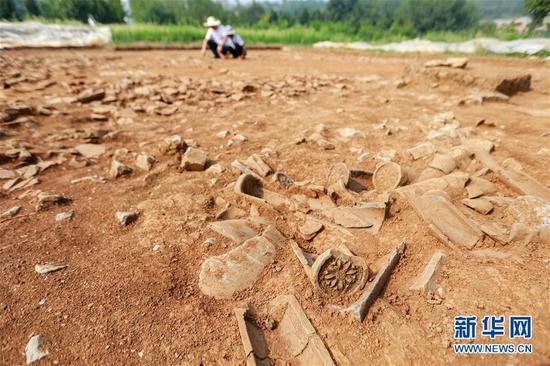 8月22日,工作人员在对都梁宫遗址进行考古发掘。