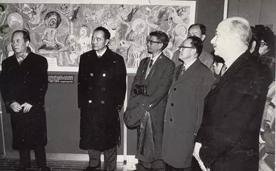 出席在法国巴黎自然史博物馆举办的《中国敦煌壁画展》展览开幕式(1983年)