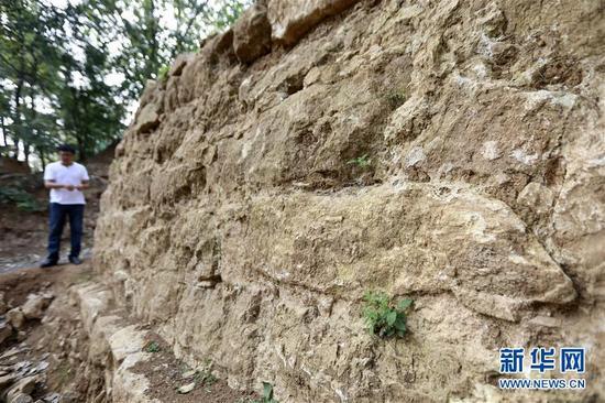 这是8月22日在江苏省盱眙县拍摄的南宋古城墙。