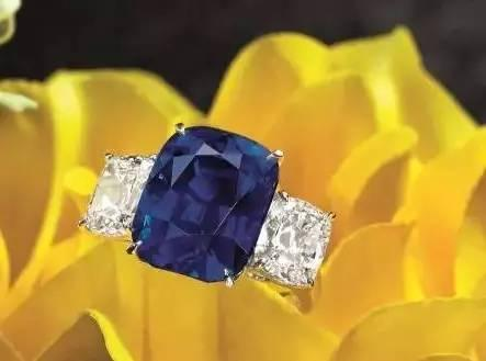 蓝宝石配钻石戒指