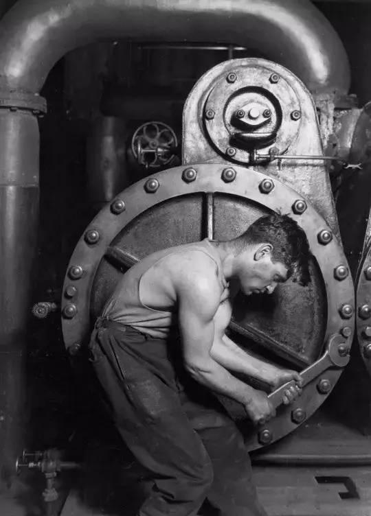 《发电厂机械工》,刘易斯·海因,1920年