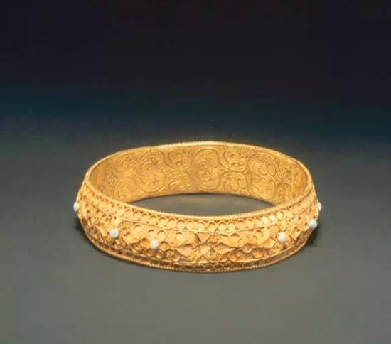 金嵌珍珠手镯