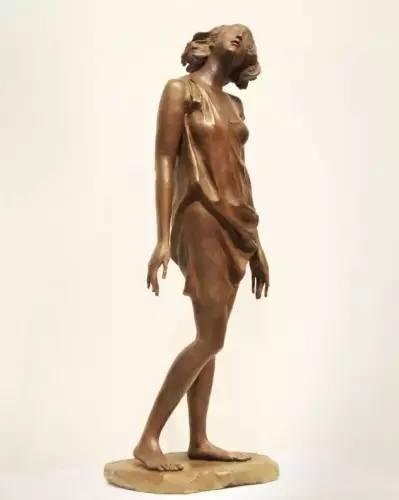 邓柯 清风 材料:青铜 尺寸:长42cm,宽40cm,高80cm 年代:2015