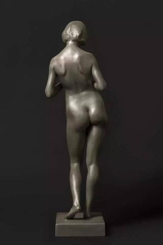 李烜峰 甲子仲春 尺寸:19.5x20x64cm 材料:青铜 年代:2015