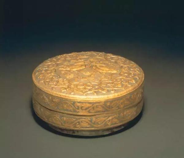 银鎏金鸳鸯纹盖盒