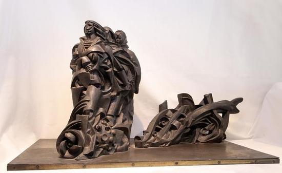 《演进》 俞畅    铜 ,38cm×68cm×38cm ,1994