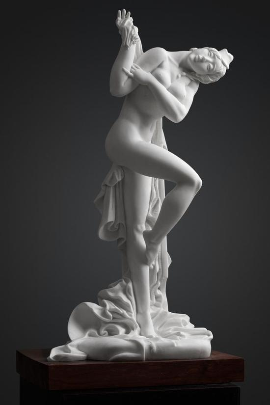 《往日的歌》 钟志源    汉白玉 , 68cm×35cm×25cm , 2015