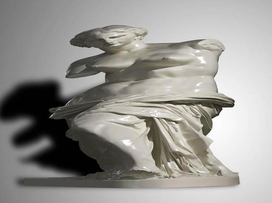 《后文艺复兴-维纳斯》 陈克    玻璃钢烤漆 , 130cm×120cm×130cm , 2009