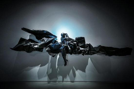 《试着赞美着遭损毁的世界》 夏天    钢 , 可变尺寸 , 2016