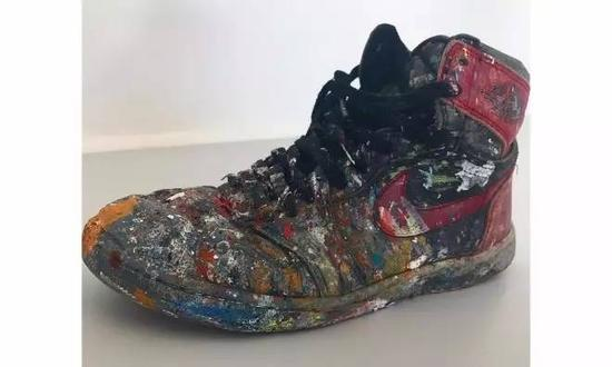 一双Air Jordan I OG被摩擦了20年 直到变为艺术品