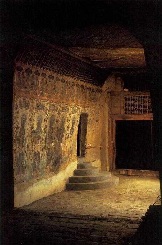 敦煌莫高窟藏经洞入口。1900年,看守洞窟的道士王圆箓发现了这个入口,才找到了蜚声中外之莫高窟宝藏。