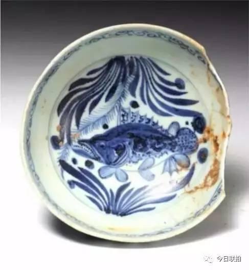 青花鱼藻纹高足碗 口径17厘米,足径6.5厘米,通高11.5厘米