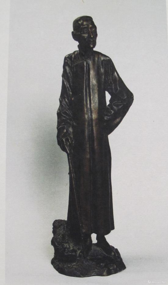 《黄震之雕塑》20X20X55cm 1933年 中国美术馆藏