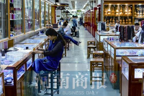郑州古玩市场造富传奇 几千收块玉转手卖30万