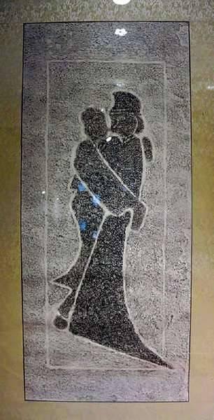 """河南南阳方城汉墓出土一级文物""""拥吻""""画像石"""