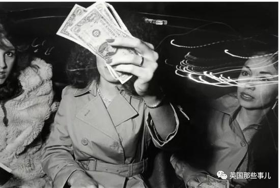 1990年,美国诗人艾伦·金斯堡坐上了Ryan的出租车。