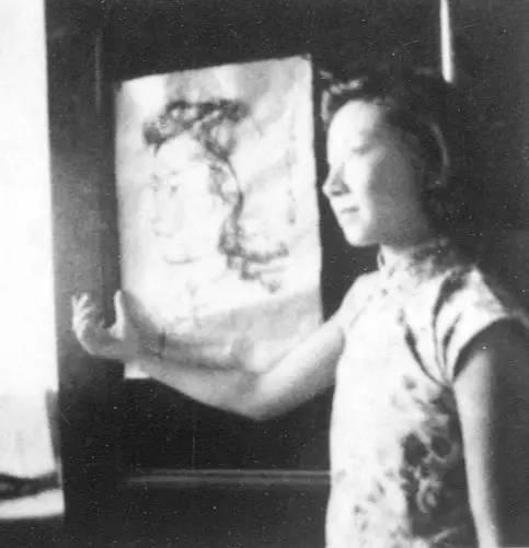 1942学生许多为蒋兆和的流民图做模特儿