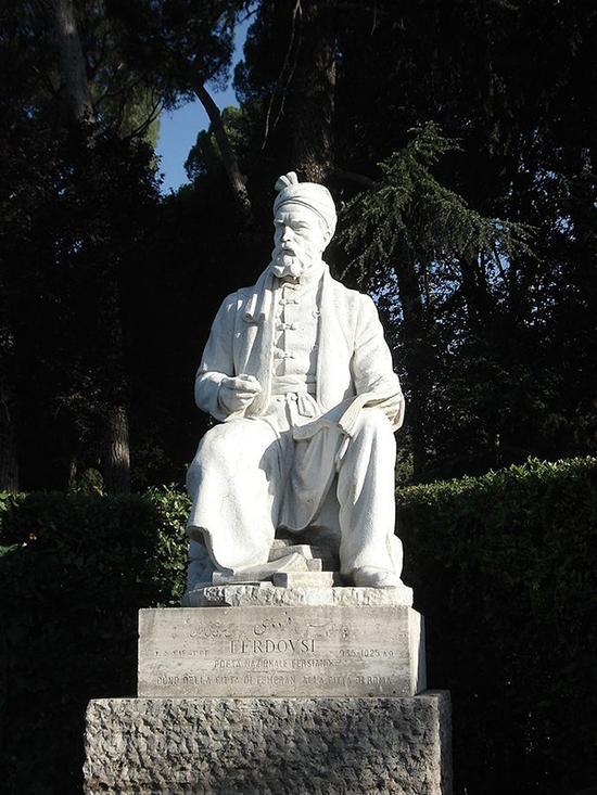 菲尔多西雕像