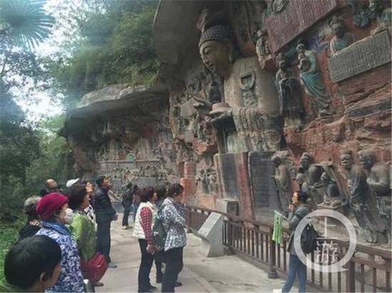 大足石刻参观的游客。