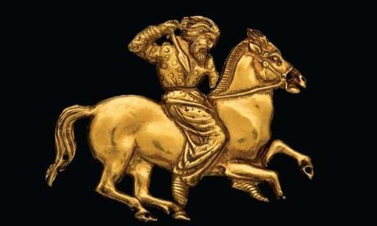 绘有塞西亚骑手的黄金饰板
