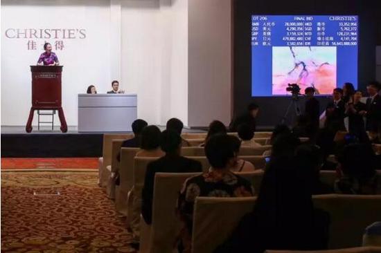赵无极《24.12.2002 �C 双联作》以33,600,000元成交,成为全场最高价拍品