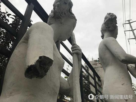 石膏雕塑被断了一只胳膊。