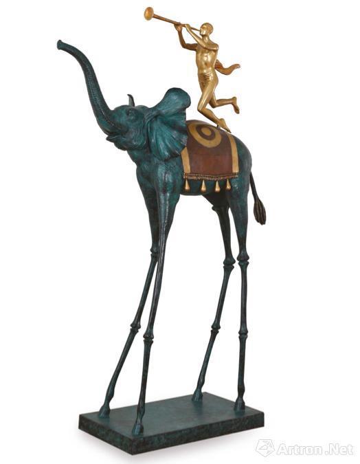 达利雕塑作品《凯旋的大象》以1320万元成交,刷新了佳士得上海拍卖中西方艺术品的最高价格
