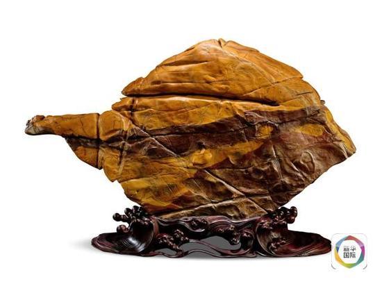 """4. """"紫金鱼跃"""",石质细腻,形态绝妙,充满了大自然的巧思。"""