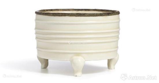 北宋 定窑白釉扣口弦纹三足奁式炉,成交价:1810万港币