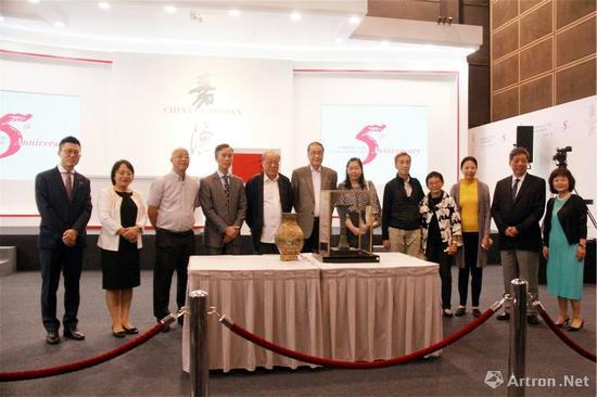 香港著名藏家九如园主人朱昌言及其后人向上海博物馆捐赠两件重要的青铜器