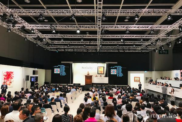 9月30日,香港�K富比现当代艺术晚间拍卖现场