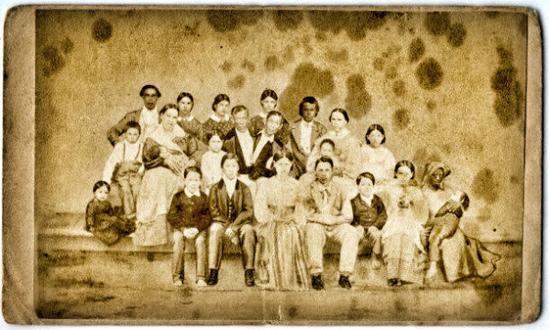 昌与恩的全家福:他们的妻子及18个子女及一个奴隶