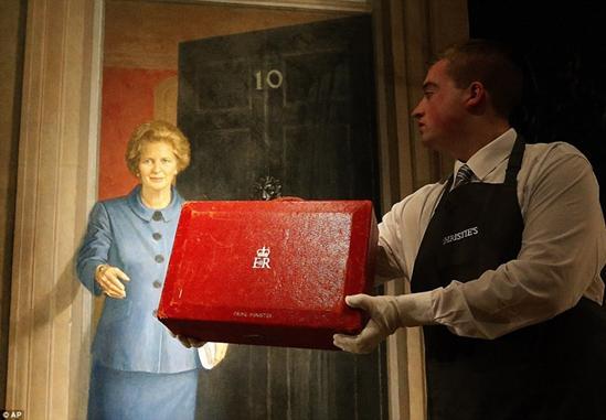 前英国首相撒切尔夫人的红色机要箱。