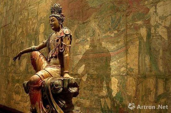 ▲美国纳尔逊?阿特金斯艺术博物馆收藏的中国辽代南海观音木雕和山西广胜寺炽盛光佛壁画