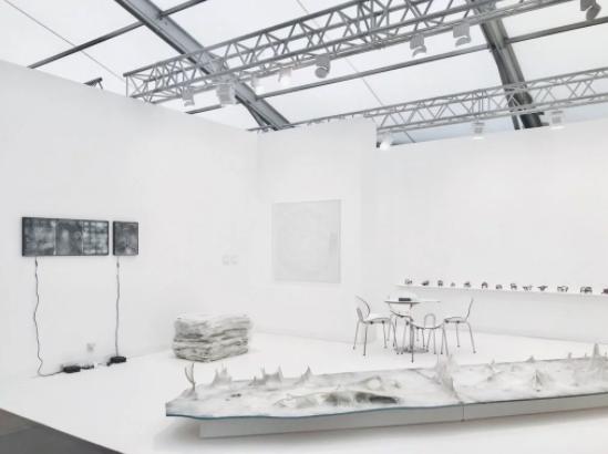 香格纳画廊在2017年度弗里兹伦敦的展位,图片:Courtesy the gallery