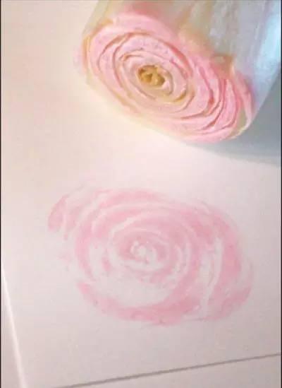 蘸上粉红色的颜料,人家就是一朵仙气十足的玫瑰花了好嘛。