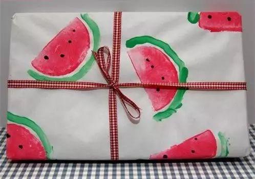 要是礼物包成这样去送人,是不是特别有意思又有诚意呀~其实做起来也好简单哦!