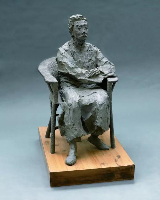 《鲁迅坐像》之二 青铜  70x50x80cm  2007年