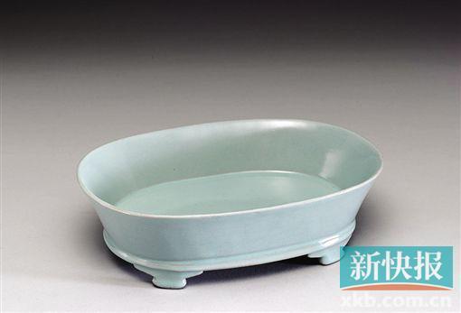 ■汝窑 青瓷无纹水仙盘 台北故宫博物院藏