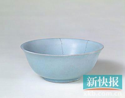 ■汝窑天青釉碗 外底有乾隆题诗 北京故宫博物院藏