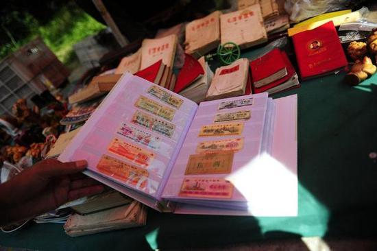 一本粮票收藏册,130元一本。