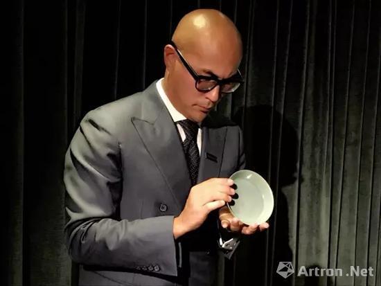 本季香港秋拍最贵拍品是北宋汝窑天青釉洗 2.943亿港币 香港蘇富比