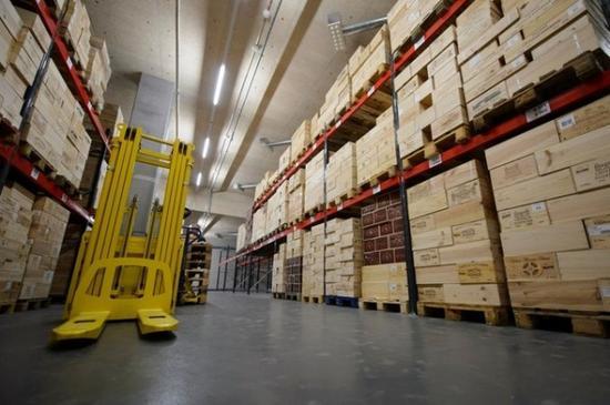 瑞士自由港对藏品保养相当专业,吸引不少收藏家寄存贵重物品。 图片来源:Keystone