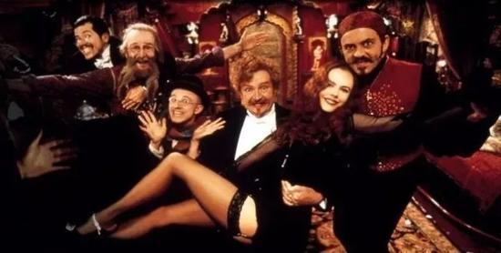 相传妮可·基德曼在电影《红磨坊》中饰演的莎婷,就是拉·古吕的原型。