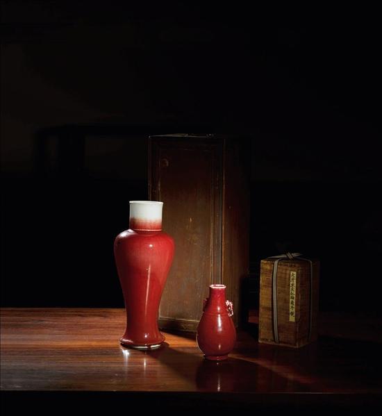 窑变红釉象耳瓶