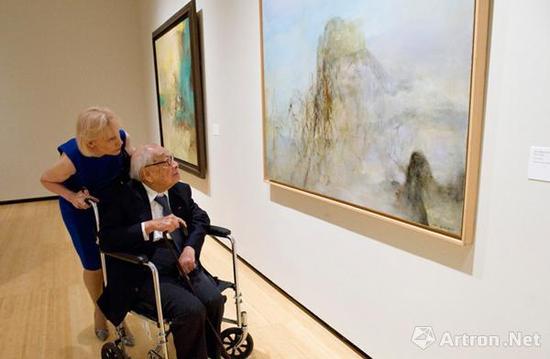 赵无极的好友,华人建筑大师贝聿铭到场参观了纽约赵无极回顾展