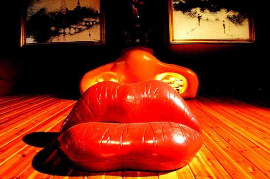 唇形沙发,达利,1936年