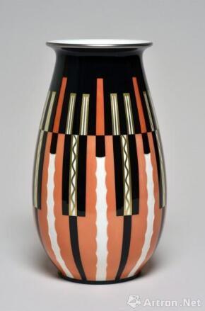 《奥贝尔瓷瓶》 阿尔贝·马丁 高37cm,直径20cm 1927年(造型) 1930年 (图案设计) 瓷器 图片来源于杜梦堂