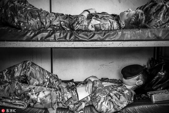 2017年英国军人摄影比赛结果出炉,摄影师们用镜头捕捉英国军人军旅生活。(图片来源:东方IC)