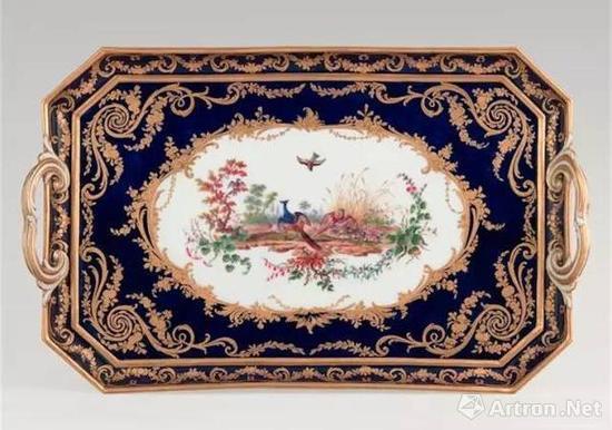 融入洛可可风格的瓷器 图片来源于网络